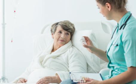 Cuidados al paciente con alteraciones del patrón de alimentación para el Técnico en Cuidados Auxiliares de Enfermería.